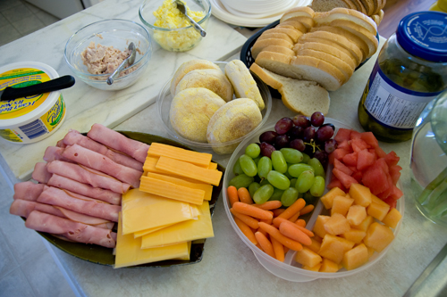Easy cold lunch ideas for your homeschool finger food like cold cuts sliced cheese fresh veggies and fruits are perfect for an easy lunch your child can simply pick what he likes and slap it on a forumfinder Choice Image
